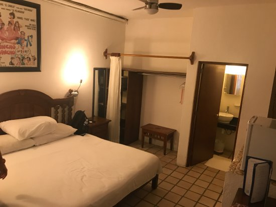 Hotel Mercurio: poolside king room (#105)