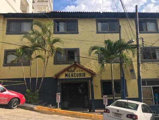 Hotel Mercurio: Front of hotel
