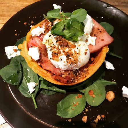 Mount Gravatt, Australia: Pumpkin waffle bowl with bacon, soft poached egg, feta, macadamia dukkah & grilled tomato on spi