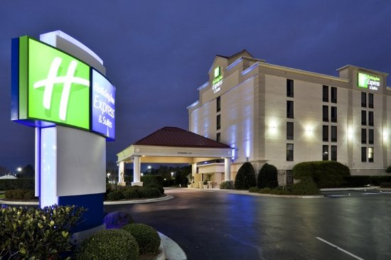 Holiday Inn Express & Suites Wilmington - University Center: Holiday Inn Express-University Center is located right off of I-40