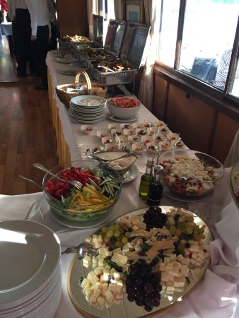 Venhajo-Etterem: 20.August 2017. Dinner as Buffet. Perfect!!! Later with perfect view to the Fireworks.