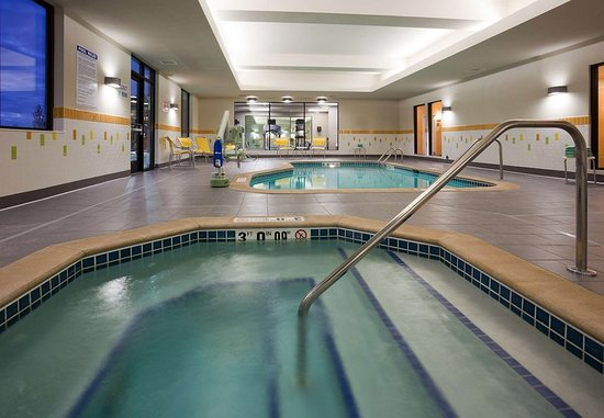 Vadnais Heights, MN: Indoor Spa & Pool