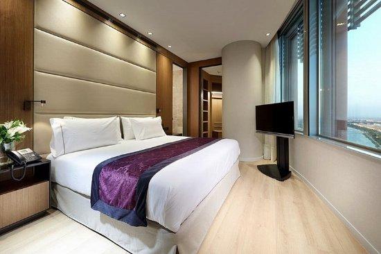 Eurostars torre sevilla updated 2017 hotel reviews for Hotel eurostar sevilla