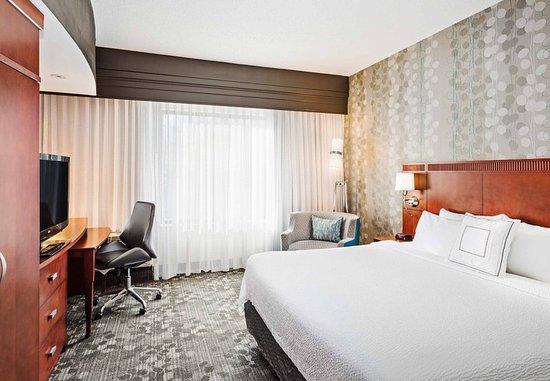 Alcoa, TN: King Guest Room