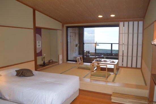 Hana Rebun: Bed and lounging room