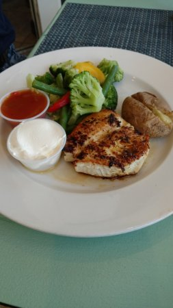 Bodden Town, Grand Cayman: Wahoo fish special with veggies and potato