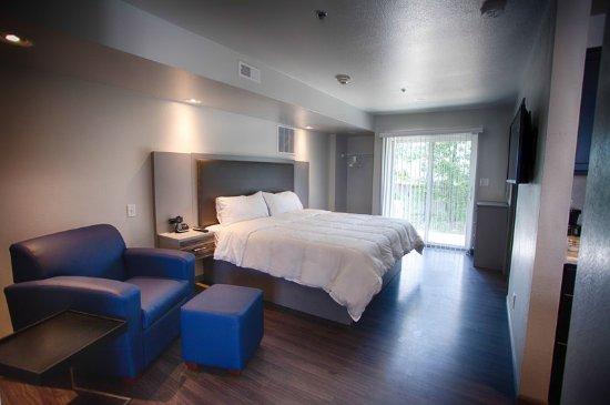 Saint Robert, MO: Bedroom