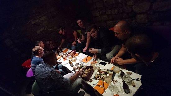 La Cave Se Rebiffe: salle privé en cave