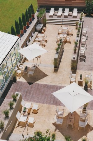 Element Lexington: outdoor space