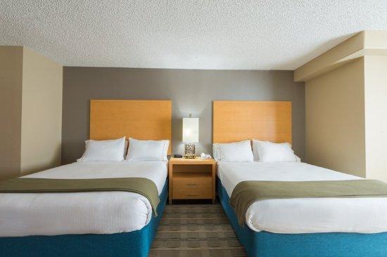 Wheat Ridge, Kolorado: Two Queen Suite with spa tub