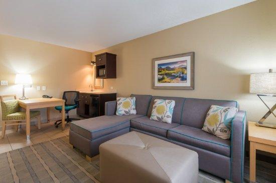 Wheat Ridge, Kolorado: Modern King Suite living area