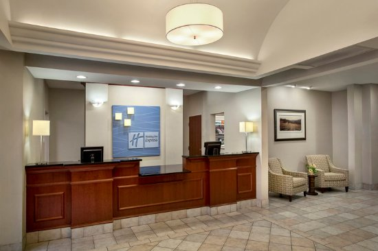 Rensselaer, NY: Front Desk Holiday Inn Express Albany Skyline