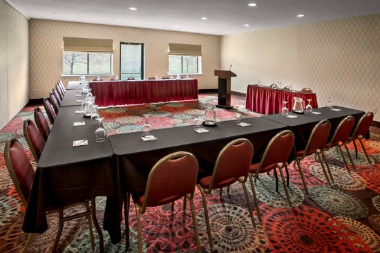 Rensselaer, NY: Use the Hudson Room or Empire Room  in a U-shape for a meeting.