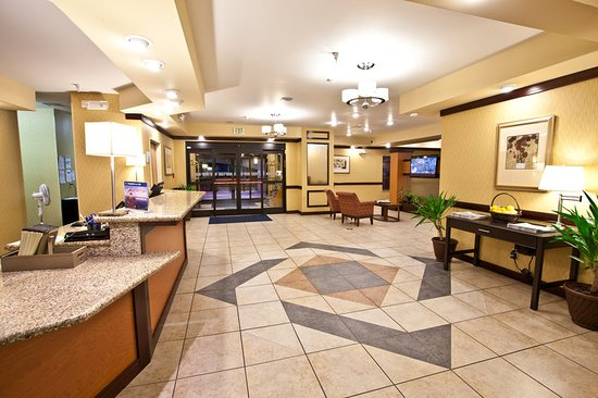 Plymouth, IN: Hotel Lobby