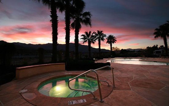 Holiday Inn Express Cathedral City (Palm Springs): Beautiful Spa with view at Holiday Inn Express Cathedral City