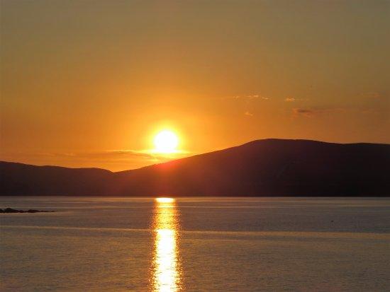 วอเตอร์วิลล์, ไอร์แลนด์: Sunset over Waterville.