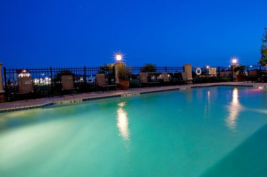 Holiday Inn Express Columbus at Northlake: Relax And Enjoy Our Outdoor Heated Pool