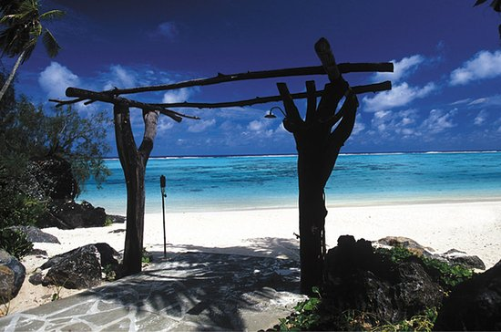 Pacific Resort Aitutaki: Archway to crystal clear turquoise waters