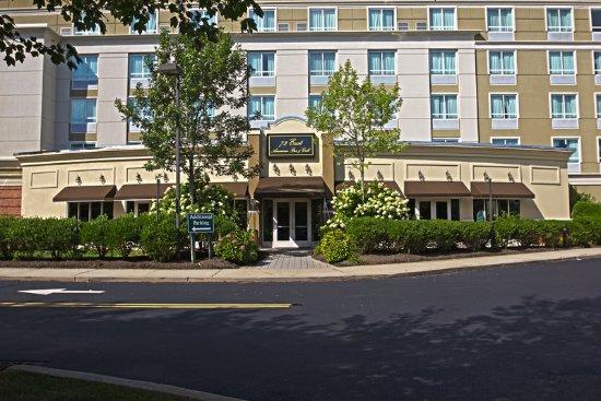 Manahawkin, NJ: 72 East American Bar & Grill