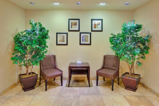 Holiday Inn Express Hotel & Suites Porterville: Hotel Lobby- Holiday Inn Express & Suites : Porterville