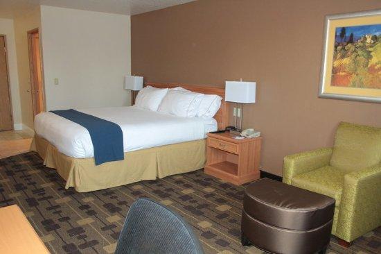 Corning, CA: Queen Bed Guest Room