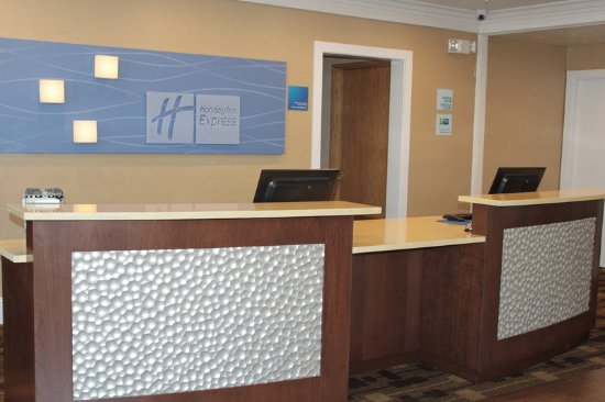 Corning, CA: Front Desk