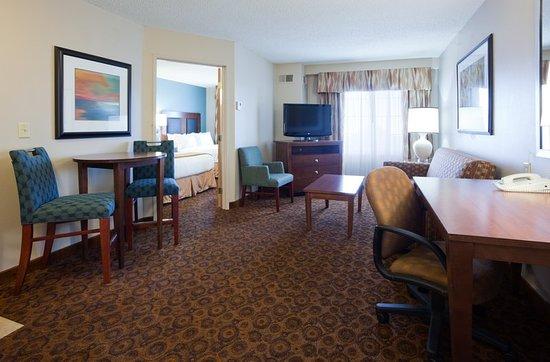 Сент-Клауд, Миннесота: One bedroom, 2 Queen, Kitchenette, Living Rm with Sofa Sleeper