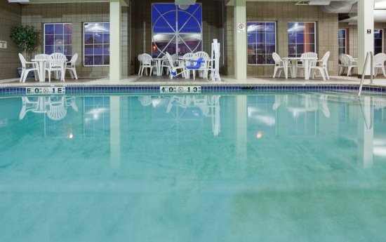 Saint Cloud, MN: Large Indoor Pool at the Holiday Inn Express & Suites St. Cloud