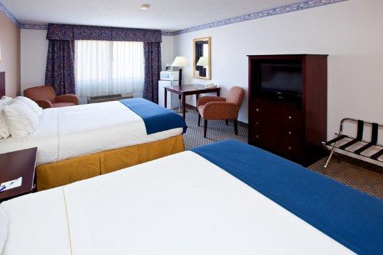 Elkhart, IN: Queen Bed Guest Room