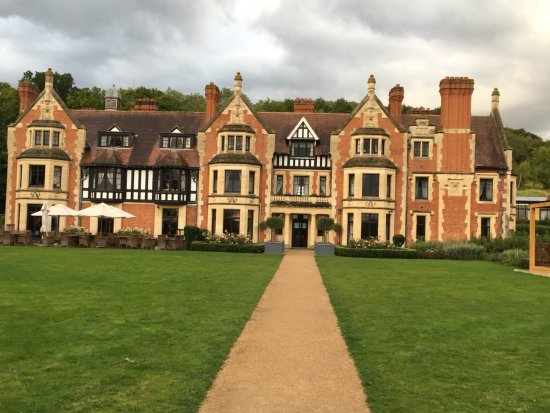 The Wood Norton Hotel: Stunning view of the hotel!
