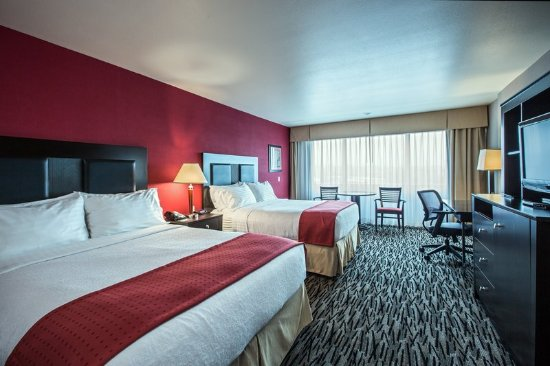 Holiday Inn Hotel & Suites Anaheim - Fullerton: Two Queen Bedded Guest Room
