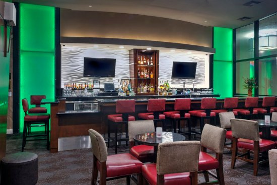 Holiday Inn Hotel & Suites Anaheim - Fullerton: 57 Bar & Grill Restaurant