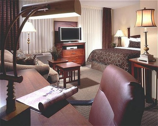 West Des Moines, IA: King Bed Guest Room