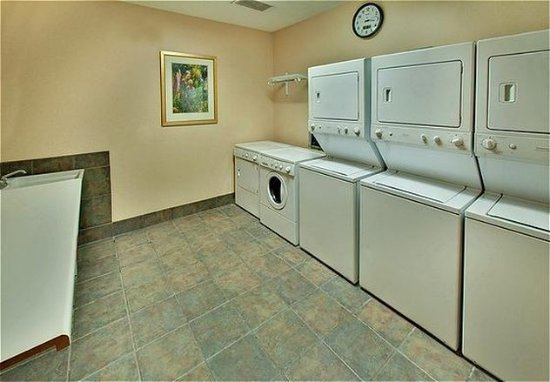 West Des Moines, IA: Laundry Facility