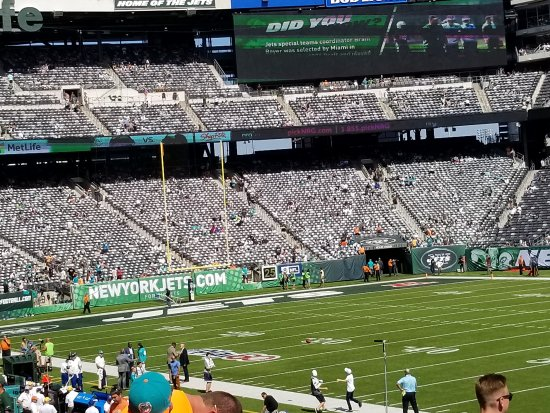 East Rutherford, NJ: Dolphins vs Jets
