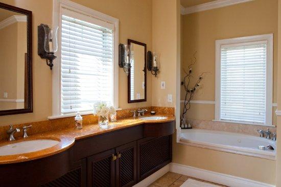 Point Grace: Ocean Front Suite - Bathroom