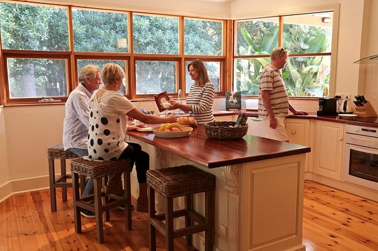 Birks Harbour - Boathouse & Birks River Retreats: Breakfast in the Captains Retreat Gourmet Kitchen