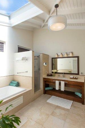 Spice Island Beach Resort: Oleander Superior Garden Suite Bathroom