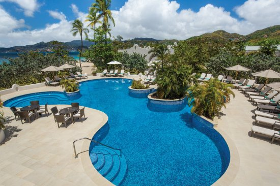 Spice Island Beach Resort: Pool with Swim-up Jacuzzi