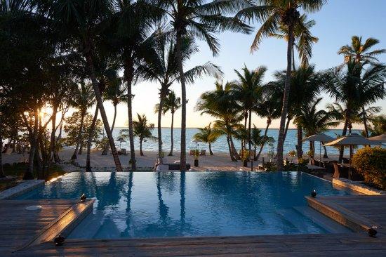 Tiamo Resort: beach view from infinity pool