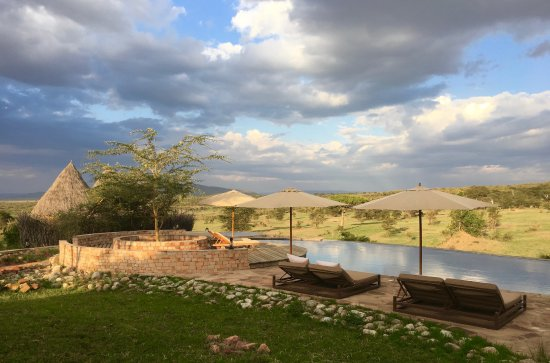 Mara Bushtops: Spa and Swimming Pool overlook the valley