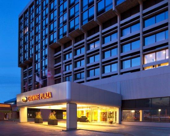 Newton, MA: Hotel Exterior