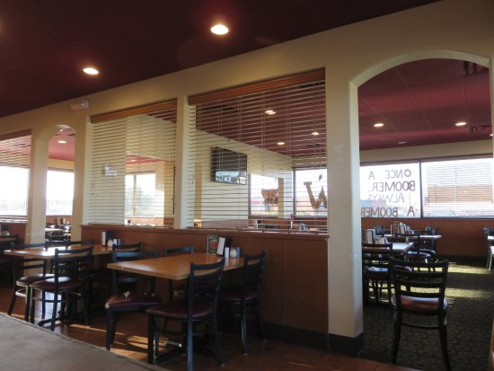 Woodward, OK: Booth and table seating