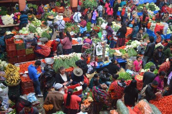 Mercado de Chichicastenango: Un festival para los todos los sentidos