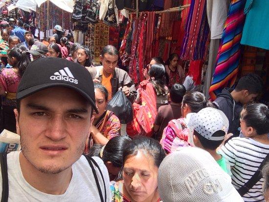 Mercado de Chichicastenango: En medio de otra cultura