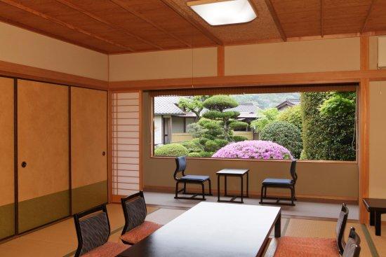 Shunan, Japan: 客室より中庭を望む