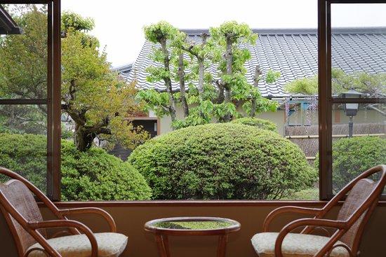 Shunan, Japan: 客室から中庭を望む