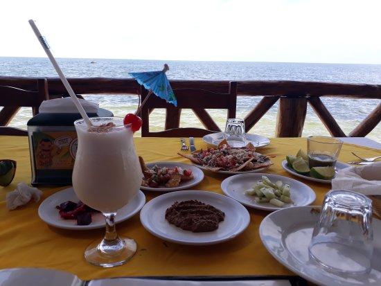 Hermosa vista al mar y deliciosa comida!