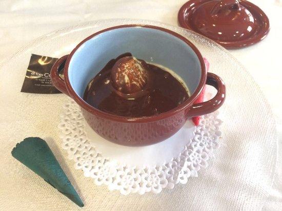"""Gósol, España: """"Sopa de xocolata calenta amb gelat de farigola i oli i sal"""""""