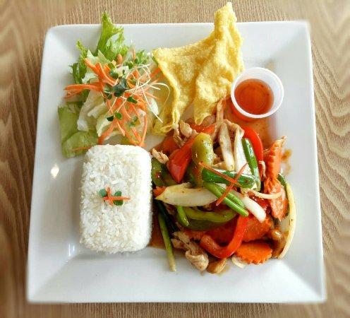Chemainus, Kanada: Most popular dish lunch special L2.Stir fried cashew nuts